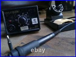HAKKO 936 Soldering Station with 907 Handpiece and Stand